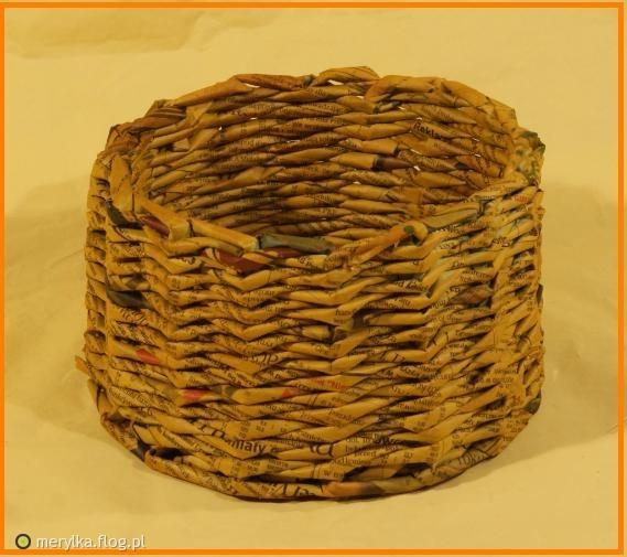 koszyk z wikliny papierowej gazeta jak nic ;)