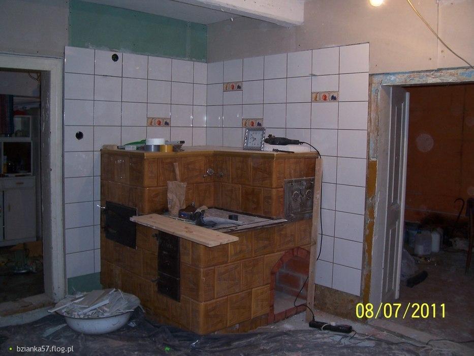 Białe kafelki pięknie wyeksponowały walory kuchni  Fotoblog bzianka57 flog pl -> Stara Kuchnia Kaflowa Cena