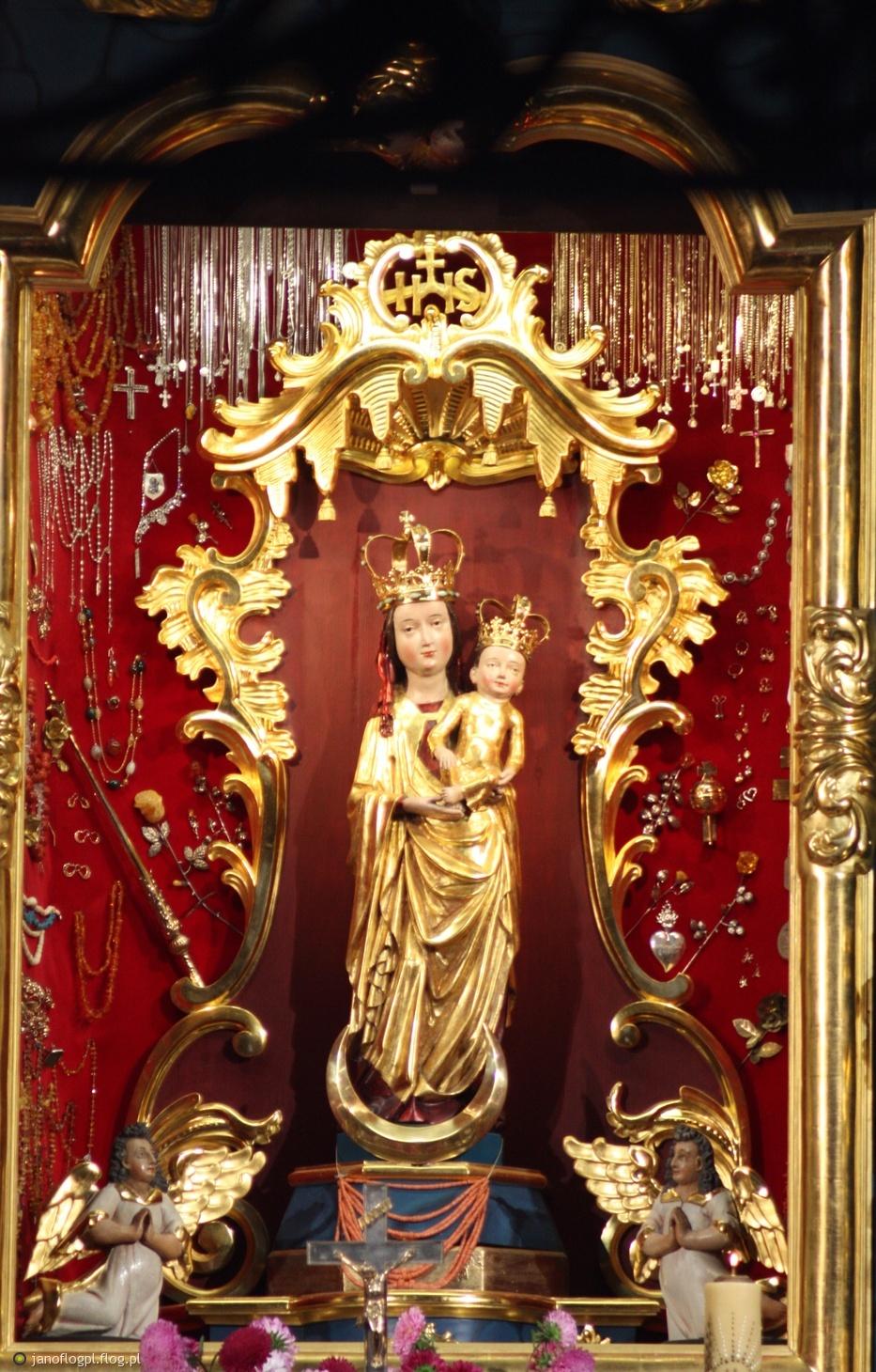 Sanktuarium Matki Bożej Kębelskiej - Parafia św. Wojciecha w Wąwolnicy