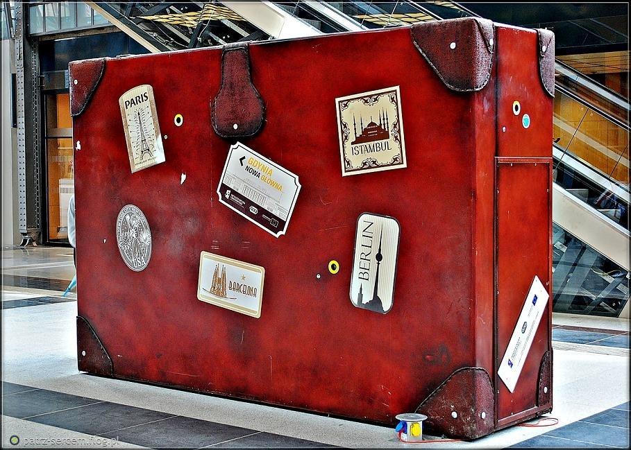 Znalezione obrazy dla zapytania walizka podróż